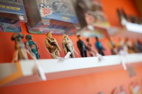 Seltene Spielzeugfiguren auf dem Dekalb Market in Brooklyn
