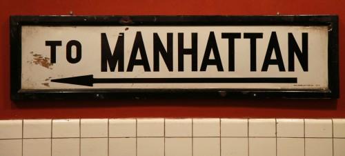Schild nach Manhattan